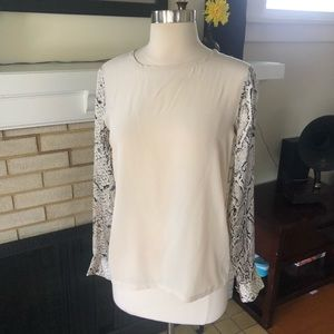 Equipment Femme 100% Silk Top With Print Sleeves